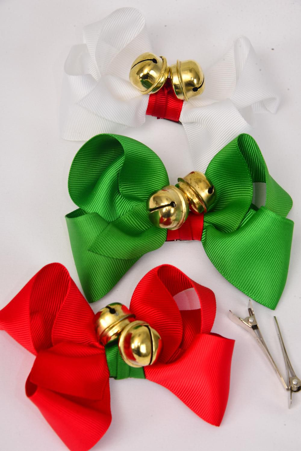 "Hair Bow Large Xmas Jingle Bells 4""x 3"" Wide Grosgrain Bow-tie/DZ ** Alligator Clip ** Size-4""x 3"" Wide,6 Red,4 Green,2 White,3 Color Asst,W Display Card & UPC Code,Clear Box"